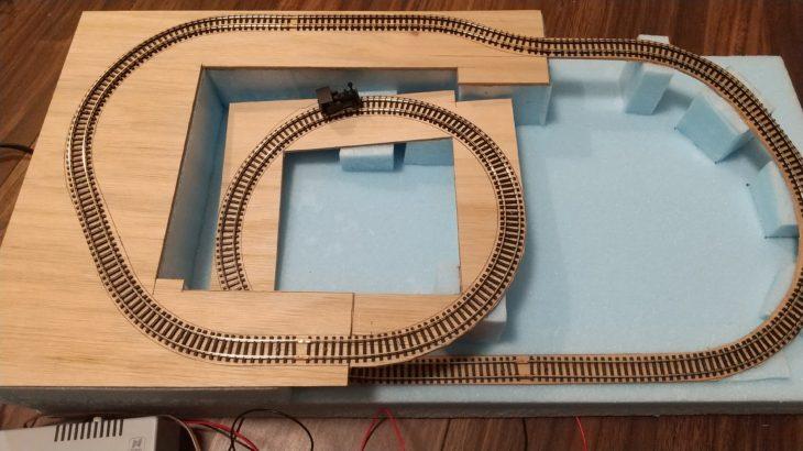 突然、鉄道模型を作りたくなったので作ってみる【その1/線路の設置】
